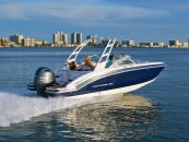 Chaparral Suncoast – Outboard deck boats with style